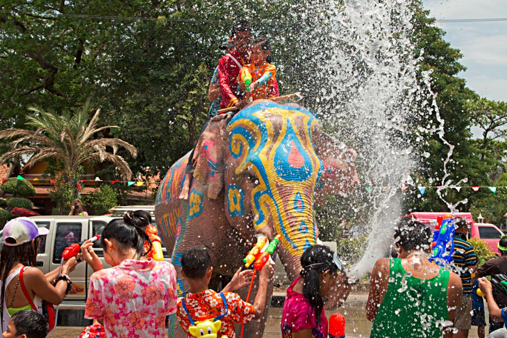 در جشن آب تایلند شرکت نکنید