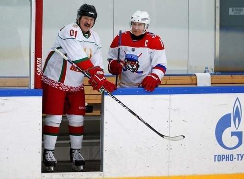 تصاویر ، هاکی وسط مذاکره ؛ بازی محبت آمیز پوتین و لوکاشنکو