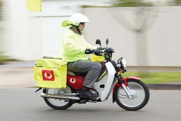 محموله های پستی با موتورسیکلت های برقی ارسال می شود