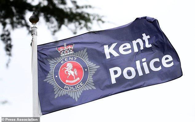 تیرانداز انگلیسی در بالکن خانه اش به دام پلیس افتاد