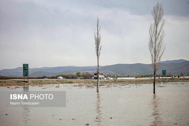 آب گرفتگی زمین های کشاورزی و منابع طبیعی در نوش آباد