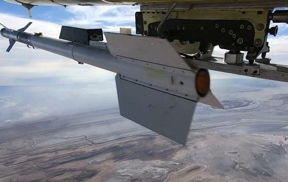 شلیک موشک آذرخش از پهپاد کرار و انهدام اهداف متخاصم
